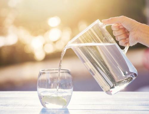 Waarom water drinken zodra je wakker wordt zo gezond is.